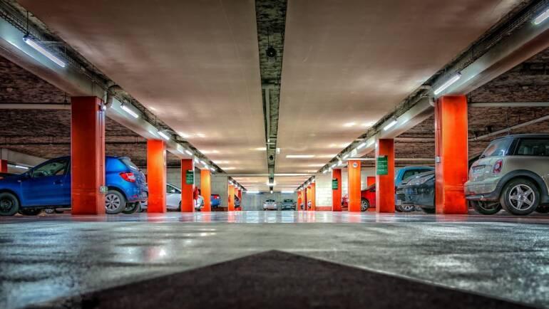 Parkoviště letiště Ruzyně nabízí uživatelům požadovaný komfort